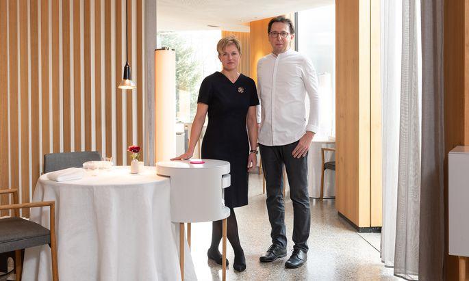 """Birgit und Heinz Reitbauer im Restaurant im Stadtpark. Nach dem zweiten Umbau des Lokals seien sie wirklich angekommen, sagt Birgit Reitbauer. """"So gefällt es uns."""""""