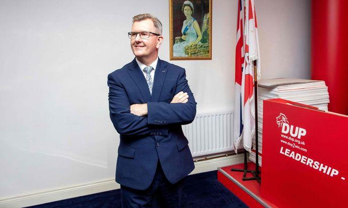 Poots Gegenkandidat ist Jeffrey Donaldson.