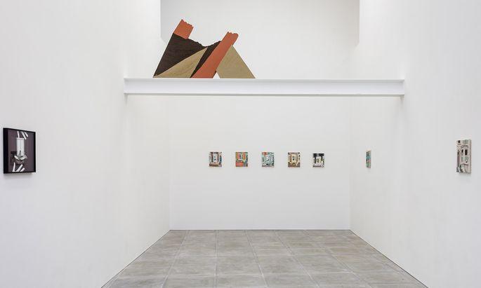 Die Wiener Galerie Sophie Tappeiner wurde von The Sunday Painter eingeladen. Sie zeigt Fotoarbeiten von Sophie Thun und Sandskulpturen von Angelika Loderer.