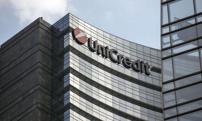 UniCredit stärkt die Kapitaldecke weiter und wirft Risiken aus dem Portfolio.