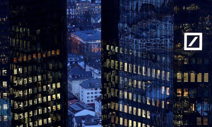 Die Deutsche Bank hat ihren Managern die Bonuszahlungen gestrichen. In vielen Konzernen gibt es nach wie vor Boni trotz schwacher Performance.
