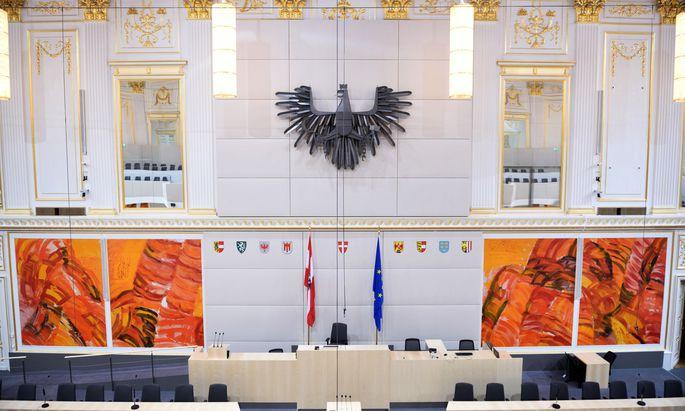 Blick auf den Plenarsaal im Ausweichquartier des Parlaments in der Hofburg