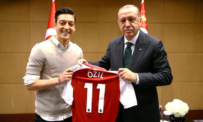 Mesut Özil mit dem türkischen Staatspräsidenten, Recep Tayyip Erdoğan.