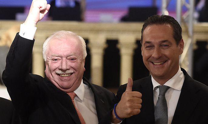 """""""Ich kann mit dem Ergebnis gut leben"""", so kommentierte Wiens Bürgermeister Michael Häupl (links neben Heinz-Christian Strache) Platz eins – trotz herber Verluste."""