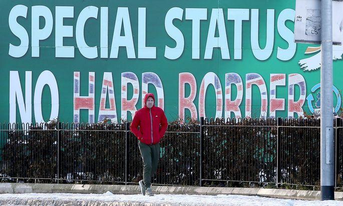 In beiden Teilen der irischen Insel wächst die Angst vor der Rückkehr von Grenzkontrollen.