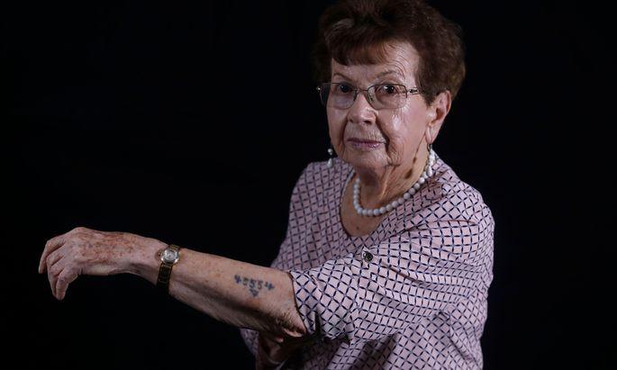 Batsheva Dagan, Überlebende der Shoah, hat mehrere Bücher über den Holocaust und Auschwitz veröffentlicht.