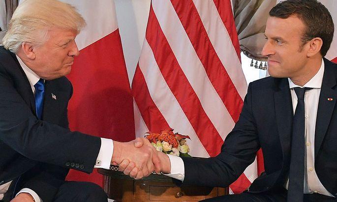 Wer ist stärker? Trump und Macron ließen beim Händedruck nicht locker.