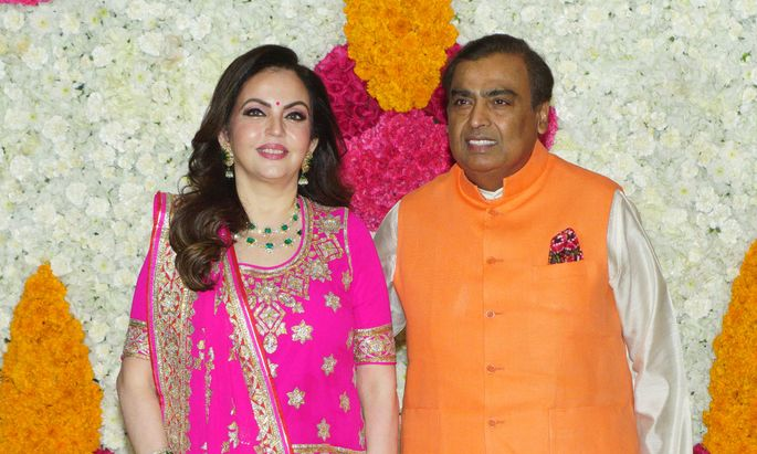 Mukesh Ambani (hier mit seiner Frau Nita Ambani) wagte den Sprung vom Erdöl- zum Tech-Unternehmer.