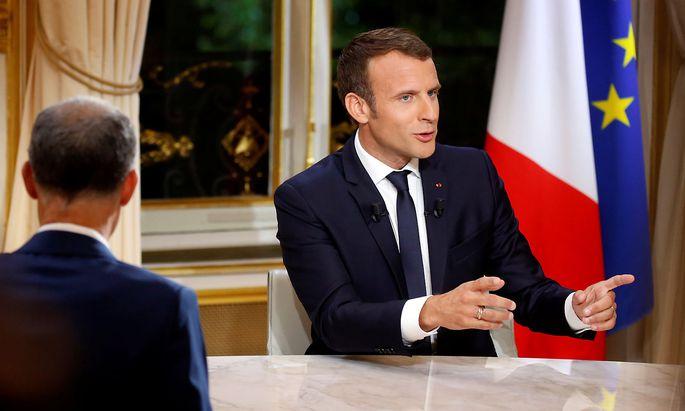 Emmanuel Macron will seine Reformpläne trotz anhaltender Kritik durchziehen.