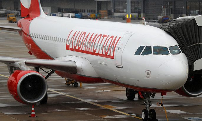 FILE PHOTO: A Laudamotion Airbus A320 plane is seen at the airport in Vienna
