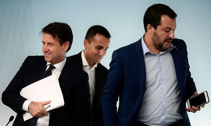 Drei Herren auf EU-Konfrontationskurs: Premier Giuseppe Conte, Fünf-Sterne-Chef Luigi Di Maio und Lega-Chef Matteo Salvini.
