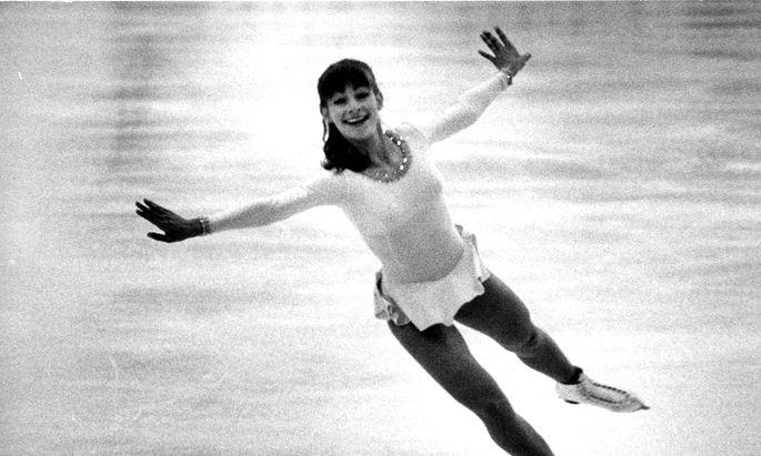 Anmut auf Eis: Claudia Kristofics-Binder bei einer Kür 1982.