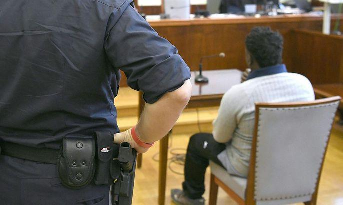Der Angeklagte am Dienstag vor Beginn der Verhandlung