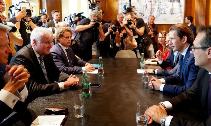 Der deutsche Bundesinnenminister, Horst Seehofer (l.), reiste am Donnerstag nach Wien, um mit Kanzler Sebastian Kurz über die Asylpläne der Union zu verhandeln.