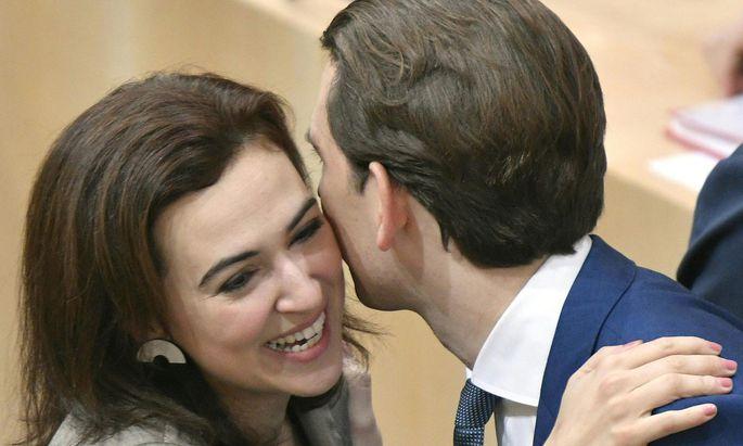 Wiedersehen im Parlament: Alma Zadić und Sebastian Kurz.