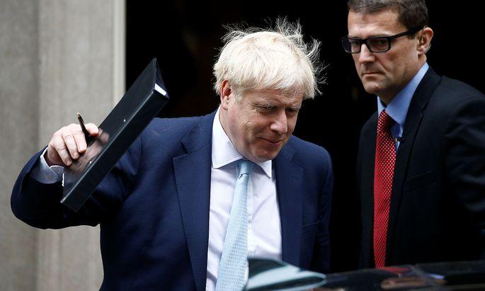 Der britische Premierminister Boris Johnson (links) nach einem Kabinettmeeting am Donnerstag.