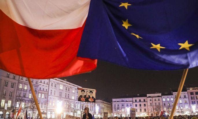 Landesweit wurde - wie hier am Mittwoch in Krakau - gegen die Novelle demonstriert.