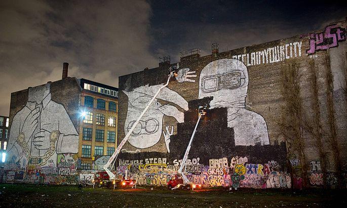 Das beliebte Fotomotiv und weit �ber Berlin hinaus bekannte Wandbild des italienischen Streetartk�ns