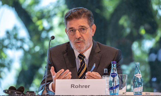 Kommissionsvorsitzender Ronald Rohrer bei Präsentation des Expertenberichts.