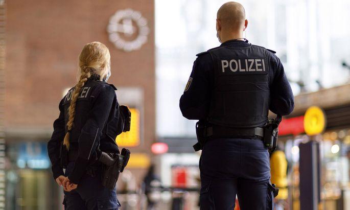 Nach dem Terroranschlag in Wien vom 2. November sind zwei Personen in Wien festgenommen worden, die im Zusammenhang mit dem Attentat stehen dürften.