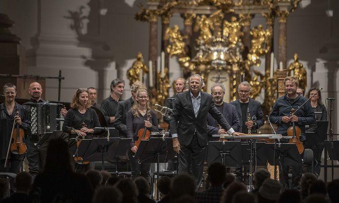 Bravourös: das Klangforum Wien mit Dirigent Emilio Pomàrico.