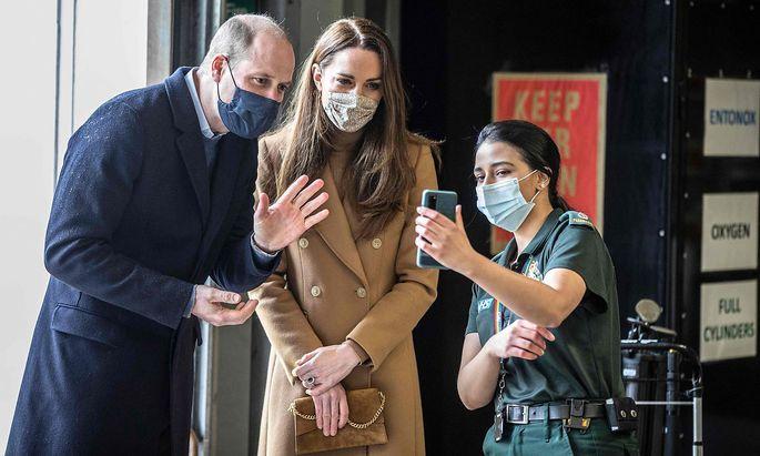Selbst, wenn Prince William und seine Frau Kate höchstpersönlich in die Handykamera lächeln - mit A1-Vertrag werden spontane Anrufe nach Österreich aus Großbritannien teurer.