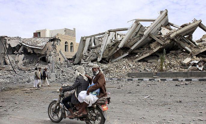 Im der Staat Saada sind viele Gebäude durch saudi-arabische Luftangriffe zerstört worden.