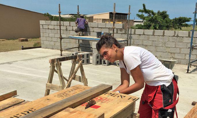 Über Spittal an der Drau nach Afrika: Michelle Primorac bei einem FH-Projekt in Südafrika.