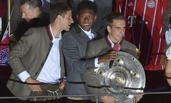 Finale auf dem Marienplatz: Müller und Alaba verabschieden Lahm.