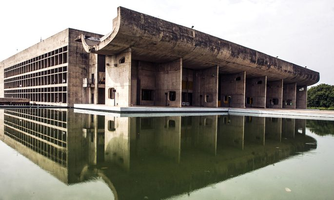 Le Corbusiers brutalistisches Regierungsviertel im indischen Chandigarh ist zwar kräftig angewittert, doch immer noch prachtvoll.