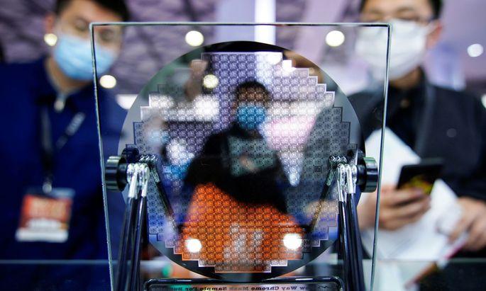 Begehrtes Gut: Seit Jahresbeginn sind Mikrochips in der Industrie Mangelware. Hier ein Bild von der heurigen Halbleiter-Messe in Shanghai.