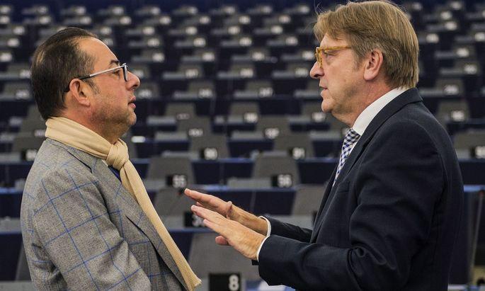 Der Fraktionschef der Sozialdemokraten im Europaparlament, Gianni Pittella (links).