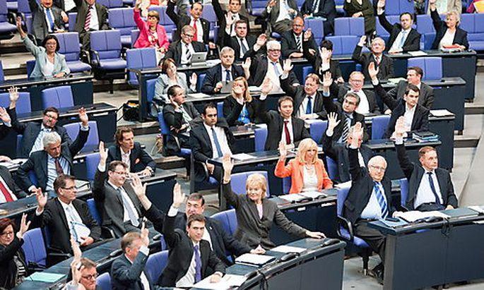 Die Abgeordneten stimmten für eine Resolution, das religiöse Beschneidungen straffrei bleiben sollen.