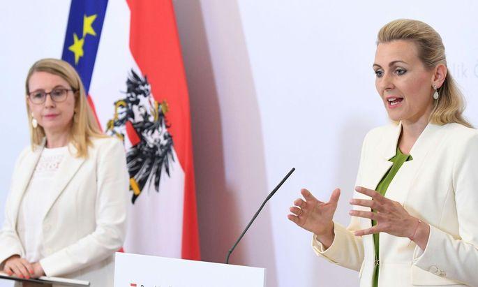Arbeitsministerin Christine Aschbacher und Wirtschaftsministerin Margarete Schramböck präsentieren neue Arbeitsmarktdaten