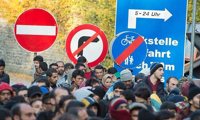 Fluechtlinge an der deutsch-österreichischen Grenze