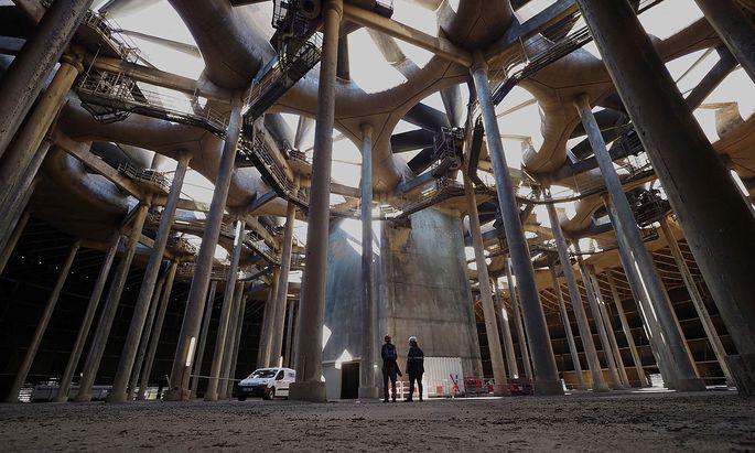 Im Kühlturm des Atomkraftwerks Chinon in Avoine.