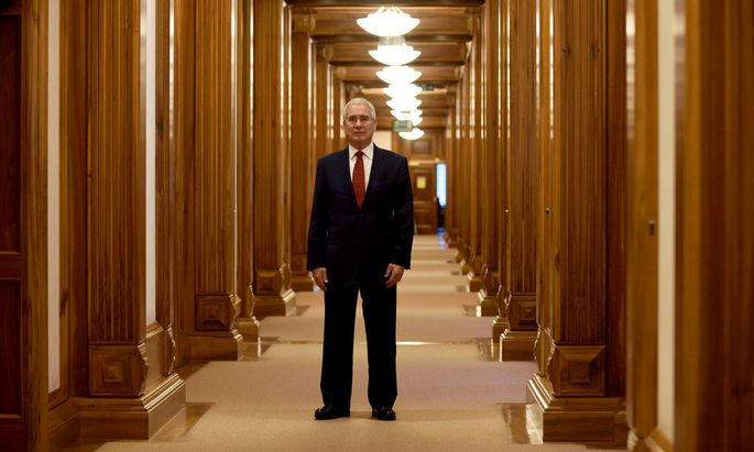 Klimaschutz hilft der Umwelt und hebt den Wohlstand, argumentiert Lord Nicholas Stern.