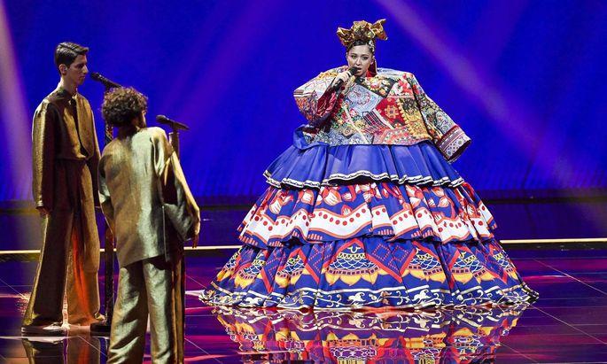 """Die gebürtige Tadschikin Manizha vertritt Russland mit Empowerment-Hymne """"Russian Woman"""". Das hatte heftige Reaktionen zur Folge."""