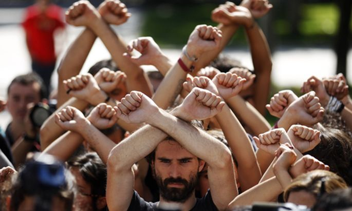 Spaniens Jugend kehrt Staat