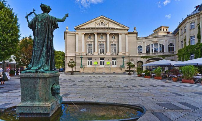 Stadttheater Baden am Theaterplatz, Oesterreich, Niederoesterreich, Baden Baden city theatre at the theater square, Aust