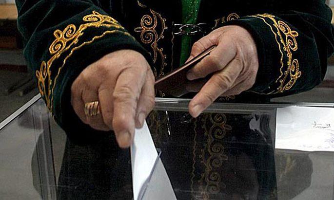 Kirgisen stimmen über neue Verfassung ab