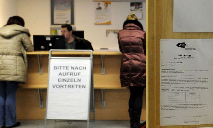 Die Zahl der Arbeitslosen sank von Jänner bis August im Vorjahresvergleich um 12.800.