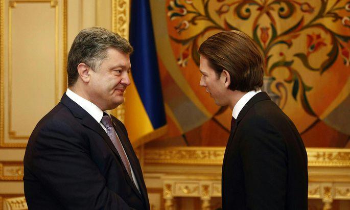 AM KURZ IN DER UKRAINE: KURZ / POROSCHENKO