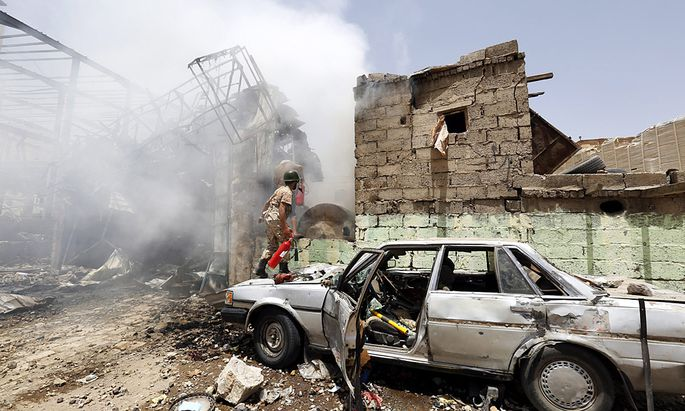 epaselect YEMEN UNREST SAUDI LED AIR STRIKES