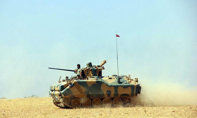 Erst am vergangenen Wochenende hat der türkische Premier, Binali Yildirim, angekündigt, aktiver in Syrien einzugreifen. Nun macht Ankara schneller Ernst als erwartet.