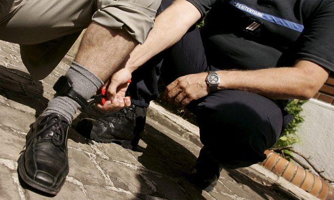 Symbolbild: Fußfessel in Frankreich.