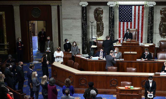 Nancy Pelosi überwachte die Abstimmung über das Impeachmentverfahren, das schließlich wie erwartet die erste Hürde im Kongress nahm.
