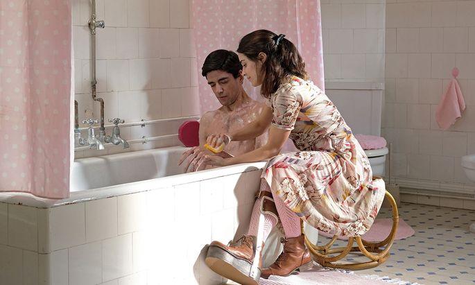 Zwei behinderte Menschen, die einander lieben: Rosa (Macarena García) und Gárate (Javier Botet).