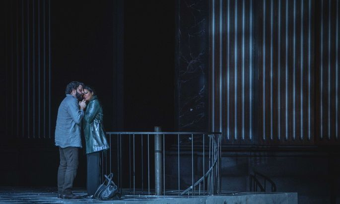 """Anna Netrebko und Yusif Eyvazov in Sturmingers """"Tosca""""-Inszenierung in Salzburg."""