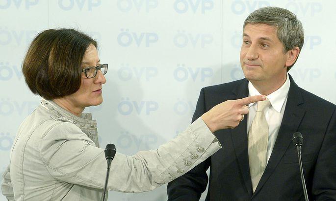 Abschiebungen oeVPChef steht Innenministerin